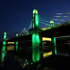 The I-35 bridge through Waco sure looks good in green and gold. #SicEm