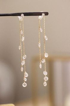 Your wedding jewelry is jewelry that you will wear on your wedding day. You might have gotten an idea of what you wanted when you chose your engagement jewelry Gold Bar Earrings, Prom Earrings, Prom Jewelry, Ear Jewelry, Bridal Jewelry Sets, Bridesmaid Jewelry, Cute Jewelry, Wedding Jewelry, Jewelry Accessories