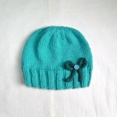 Easy knitting pattern for a cute ribbed hat!