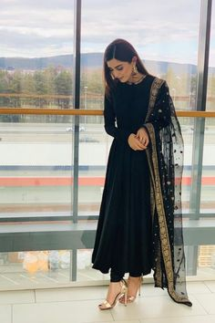 Pakistani Dresses Casual, Indian Gowns Dresses, Indian Fashion Dresses, Pakistani Dress Design, Eid Dresses, Black Pakistani Dress, Sparkly Prom Dresses, Indian Dresses Online, Wedding Dresses