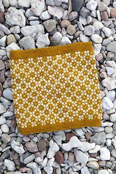 Ravelry: Mystery of Light Cowl pattern by Sofia Kammeborn Snood Knitting Pattern, Crochet Snood, Knitting Patterns Free, Baby Knitting, Knitted Hats, Crochet Patterns, Cowl Patterns, Crochet Granny, Loom Knitting