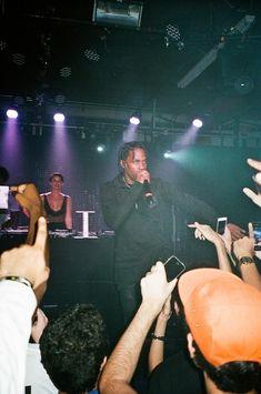 Travis Scott Concert, Light Blue Aesthetic, Rap, Actors, Singers, Legends, Smoke, Wallpapers, Activities