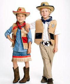 Cowgirl and Sheriff costume tutorials - easy no sew costumes! Last Minute Halloween Costumes, Easy Halloween Costumes, Halloween Themes, Fall Halloween, Halloween Crafts, Creative Costumes, Easy Costumes, Girl Costumes, Carnival Costumes