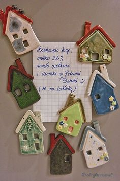 Bakery art - ceramics - Krystyna Nicz ceramic magnesium for fridge . - Bakery art – ceramics – Krystyna Nicz ceramic magnesium for the fridge - Pottery Houses, Slab Pottery, Ceramic Pottery, Pottery Art, Pottery Designs, Clay Art Projects, Polymer Clay Projects, Clay Magnets, Clay Houses