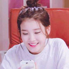 Iu ❤ IU very beautiful. She is the wonderful ❤️❤️❤️😘😘😘😘 Eun Ji, Korean Actresses, Actors & Actresses, I Luv U, Classy Girl, Iu Fashion, Korean Artist, Pop Singers, Fandom
