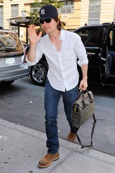Tom Cruise with Filson original briefcase www.beaubags.nl www.beaubags.de
