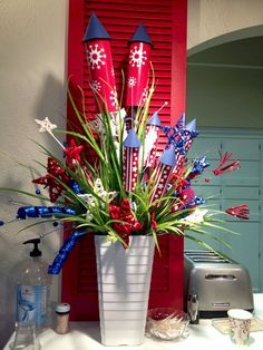 Check out this creative of July decoration ideas that are easy to make and easy on the wallet. These patriotic DIY projects are sure to impress your of July party guests. Fourth Of July Decor, 4th Of July Celebration, 4th Of July Decorations, 4th Of July Party, July 4th, 4th Of July Wreaths, Patriotic Crafts, Patriotic Party, July Crafts