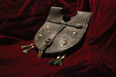 Girdle purse 1370s