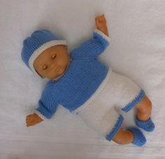 Layette bleue et blanche au tricot pour poupon de 30 cm - MCL Poupées