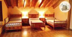 3 camas de 90 💤 Bajo cubierta de madera / buhardilla Aurora, Toddler Bed, Villa, Furniture, Home Decor, Rural House, Wood Decks, Houses, Child Bed