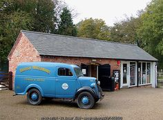 Vintage van and gift shop at Fradley,... (C) Roger  Kidd :: Geograph Britain and Ireland