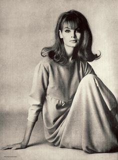 Portrait of English model and actor Jean Shrimpton, United Kingdom, photograph by David Bailey. Jean Shrimpton, Foto Fashion, 1960s Fashion, Fashion History, Vintage Fashion, Ski Fashion, Korean Fashion, David Bailey, Kate Moss