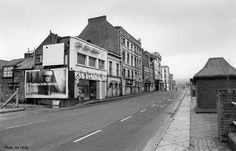 I have only the vaguest memory of Merchants Quay before the new shopping center was built. Photo by Joe Healy. Cork City Ireland, Dublin Ireland, Old Pictures, Old Photos, Photo Engraving, Shopping Center, Backdrops, Street View, History