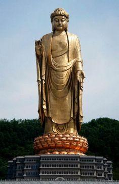 1. El Buda del Templo de Primavera, China, 128 metros