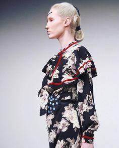 altairarts:    Toma del desfile donde se presentó la colección de Raquel Orozco en Mercedes-Benz Fashion Week México Otoño-Invierno 2017.  FOTO. Marco Guerrero para: In Trend Magazine Runway Town Tactic.MX La Tal Moda y Leonard Barthing.   Altäir Arts 2017/@altairartsmty  #fashionphotographer #fashionphotograpy #photojournalist #semanadelamodamx #mbfwmx #RaquelOrozco #AW #cdmxestademoda #runway #catwalk #semanadelamoda #fashionweekmexico #model #capitaldelamoda