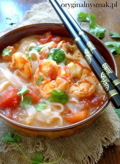 Zupa Tom Yum z krewetkami - Oryginalny smak Soup Recipes, Cake Recipes, Cooking Recipes, Tom Yum Soup, Asian Recipes, Ethnic Recipes, Aga, Fish And Seafood, Thai Red Curry