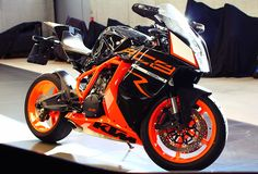 KTM RC8R 01. Always love the look of a good crotch rocket :)