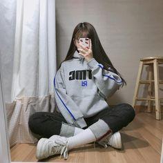 """박지민(19) on Instagram: """"내일 학교간다아아아아😂  #dtmc #후드티 #후드티코디 #고2 #학생 #패션 #데일리룩 #데일리코디 #코디 #스타일쉐어 #오오티디 #오오티디룩 #ootd"""" Korean Fashion Summer, Korean Girl Fashion, Korean Fashion Trends, Korean Street Fashion, Ulzzang Fashion, Harajuku Fashion, Asian Fashion, Retro Fashion, Mom Jeans Outfit"""