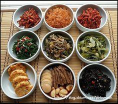 Pre-prepared lunch box & souvenir for week ~ ~ ^^ * - Recipe Korean Side Dishes, Food Porn, K Food, Food Design, Best Food Photography, Asian Recipes, Healthy Recipes, Korean Food, Food Presentation