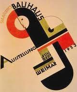 BAUHAUS. assymetrische en dynamische compositie, de letters zijn zo geplaatst dat ze de vorm van de geometrische figuren benadrukken.