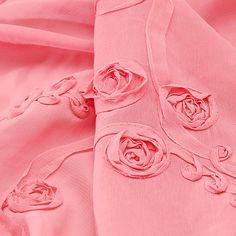 Šifon vzor stužkových růží starorůžová