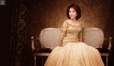 #personal #portrait #studio #indoor #golden #gown #inspiration