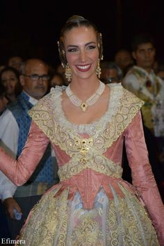 Fallera Mayor de Valencia 2017 proclamació. Folk Costume, Costumes, Spanish Costume, Historical Costume, Doll Clothes, Vintage Outfits, Victorian, Formal Dresses, Fashion Design