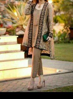 Latest Stitching Styles Of Pakistani Dresses 2019 Pakistani Gowns, Pakistani Fashion Party Wear, Pakistani Formal Dresses, Pakistani Wedding Outfits, Pakistani Dress Design, Indian Outfits, Indian Dresses, Latest Pakistani Fashion, Stylish Dress Designs