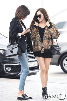 160506 Sooyoung and Tiffany @ Incheon Airport heading to Taiwan for Phantasia Concert Live in Taipei Taiwan Snsd Fashion, Fashion Idol, Girl Fashion, Korean Airport Fashion, Korean Fashion, Red Velvet アイリン, Airport Style, Korean Outfits, Girls Generation