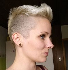 Pixie cuts are one of the most preferred hairstyles for courageous women. Pixie haircut is bold, daring sexy and always looks modern and chic. So today we want to show you the latest pixie style trend that ladies prefer the… Continue Reading → Pixie Cut Blond, Very Short Pixie Cuts, Short Hair Cuts, Popular Hairstyles, Pixie Hairstyles, Cool Hairstyles, Girls Short Haircuts, Short Layered Haircuts, Pixie Styles