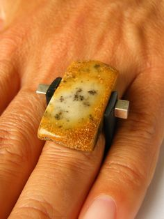 Baltic Amber Ring gift, yellow brown amber ring, genuine amber bead, adjustable ring, anillo ámbar, 琥珀戒指, 琥珀色のリン von JewellerWithSoul auf Etsy