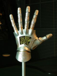 Hellboy - Kroenen mechanical hand - done! Hellboy Kroenen, Hellboy 2004, Dungeons And Dragons Races, Pillars Of Eternity, Mechanical Hand, Cool Masks, Weapon Concept Art, Movie Props, Fantasy Inspiration