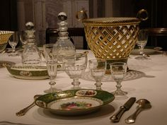 Service d'apparat Table Baroque, Dining Room, Dining Table, Elegant Dining, Tablescapes, Decorative Bowls, Table Settings, Antiques, Tableware
