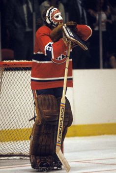 Best Goalie Masks in Canadian history. Ken Dryden of the Montreal Canadiens. Hockey Goalie, Hockey Games, Hockey Players, Ice Hockey, Stars Hockey, Montreal Canadiens, Mtl Canadiens, Patrick Roy, Ken Dryden