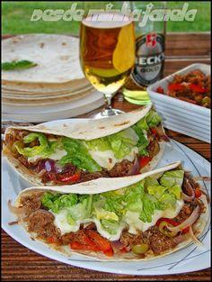 Tortillas mexicanas com enchiladas de carne e queijo - O melhor restaurante do mundo é a nossa Casa
