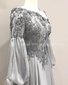 На данном изображении может находиться: люди стоят Hijab Evening Dress, Hijab Dress Party, Hijab Style Dress, Evening Dresses, Dress Brukat, Wool Dress, The Dress, Muslimah Wedding Dress, Hijab Wedding Dresses