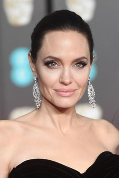 BEAUTYTIP: dit is de meest flatterende eyeliner voor jouw oogvorm Angelina Joile, Angelina Jolie Photos, Hooded Eyes, Emma Stone, Celebs, Celebrities, Brad Pitt, Physique, Movie Stars