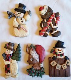 SOLD - Hand Carved ornaments based on vintage Christmas cards Christmas Wood Crafts, Vintage Christmas Cards, Christmas Projects, Handmade Christmas, Christmas Decorations, Dremel Wood Carving, Wood Carving Art, Intarsia Woodworking, Woodworking Patterns