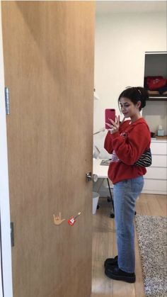 Cute Casual Outfits, Pretty Outfits, Foto Mirror, Indie, Winter Fits, How To Pose, Aesthetic Clothes, Aesthetic Outfit, 90s Aesthetic