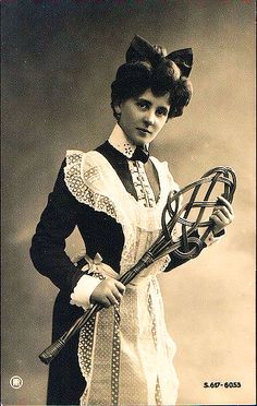 Edwardian Maid with rug beater. Antique Photos, Vintage Pictures, Vintage Photographs, Old Pictures, Vintage Images, Old Photos, Edwardian Era, Edwardian Fashion, Victorian Era