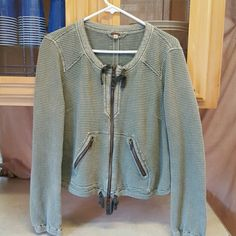 Free People LG Cardigan sweater/jacket No stains or rips In great condition Free People Sweaters Cardigans