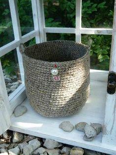panier crochet et tuto                                                                                                                                                     Plus Crochet Home, Love Crochet, Beautiful Crochet, Diy Crochet, Cotton Cord, Crochet Storage, Crochet Beanie, Basket Weaving, Crochet Projects