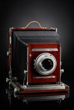 "https://flic.kr/p/sq6Pvw | Deardorff 8x10 | Deardorff 8x10 V8 KODAK COMMERCIAL EKTAR LENS 14"" f/6.3 _ 2015 Camera Project"