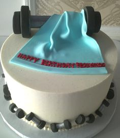 The lining of the dumbbells is adorable Fondant Cakes, Cupcake Cakes, Fitness Cake, Gym Cake, Birthday Cakes For Men, Novelty Cakes, Celebration Cakes, Themed Cakes, Cake Designs