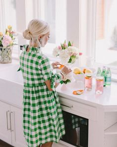 Green Dress Outfit, Summer Dress Outfits, Gingham Skirt, Gingham Fabric, Southern Outfits, Southern Clothing, Mom Style, Curvy Fashion, Summer Wardrobe