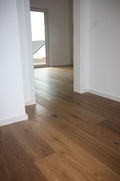 Parquet made of wild oak Indoor Design, Wooden Flooring, Brown Floors, Hardwood Floors, New Homes, House Interior, Flooring, Flooring Inspiration, Hardwood