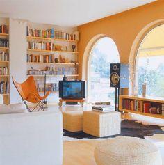 Una casa moderna con vistas