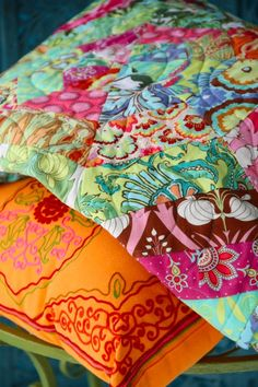 Amy Butler's Soul Blossoms Fabrics with The Sunshine Quilt - FREE quilt pattern!