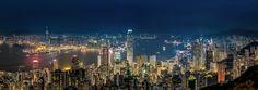 華燈初上   在太平山欣賞整個香港夜景    密密麻麻的樓房和建築   真的是最美夜景