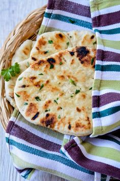 Quick Homemade Indian Garlic Butter Naan Bread without Yeast Naan Bread Recipe No Yeast, Naan Recipe Without Yeast, Butter Naan Recipe, Homemade Bread Without Yeast, Homemade Naan Bread, Indian Bread Recipes, Recipes With Naan Bread, Flatbread Recipes, Nan Recipe